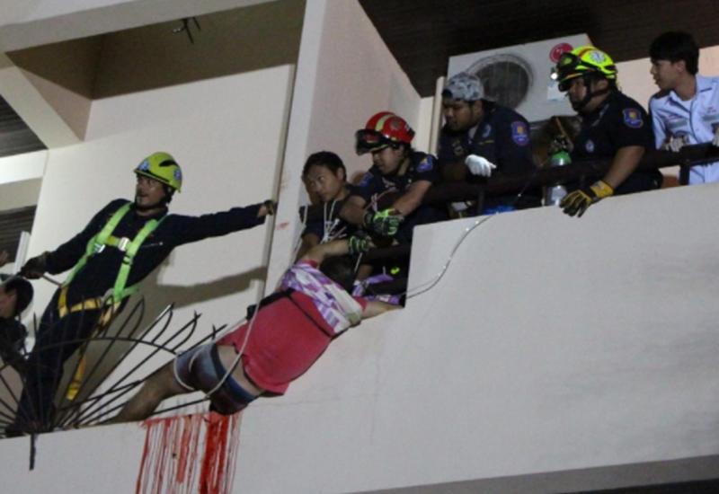 Турист решил попасть в номер через балкон и упал на штыри