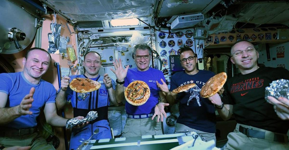 Космонавты приготовили наМКС пиццу