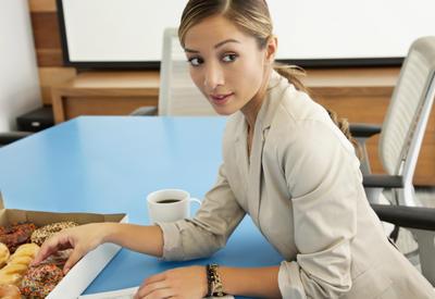 """Как сидеть на диете, когда работаете - 8 советов <span class=""""color_red"""">- ФОТО</span>"""