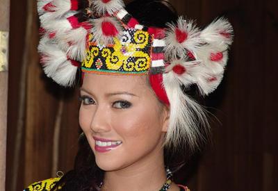"""Где живут самые красивые женщины? «Парижанки» из племени каннибалов <span class=""""color_red"""">- ФОТО</span>"""