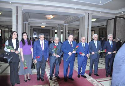 """В БГУ почтили память Общенационального лидера Гейдара Алиева <span class=""""color_red"""">- ФОТО</span>"""
