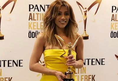 Фото дня - Обворожительное селфи Ройи на премии Altın Kelebek