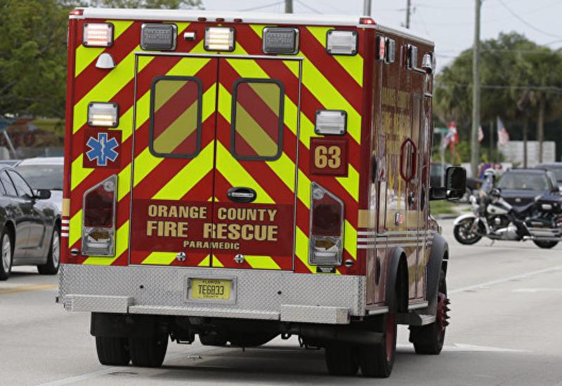 """В США грузовик протаранил школьный автобус, пострадали десятки учеников <span class=""""color_red"""">- ВИДЕО</span>"""