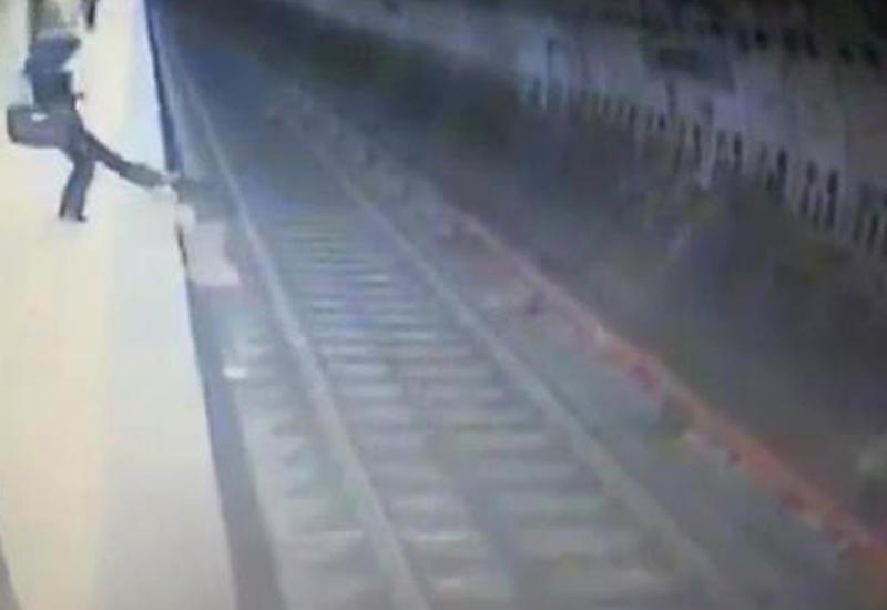 Девушка толкнула свою обидчицу под поезд в метро