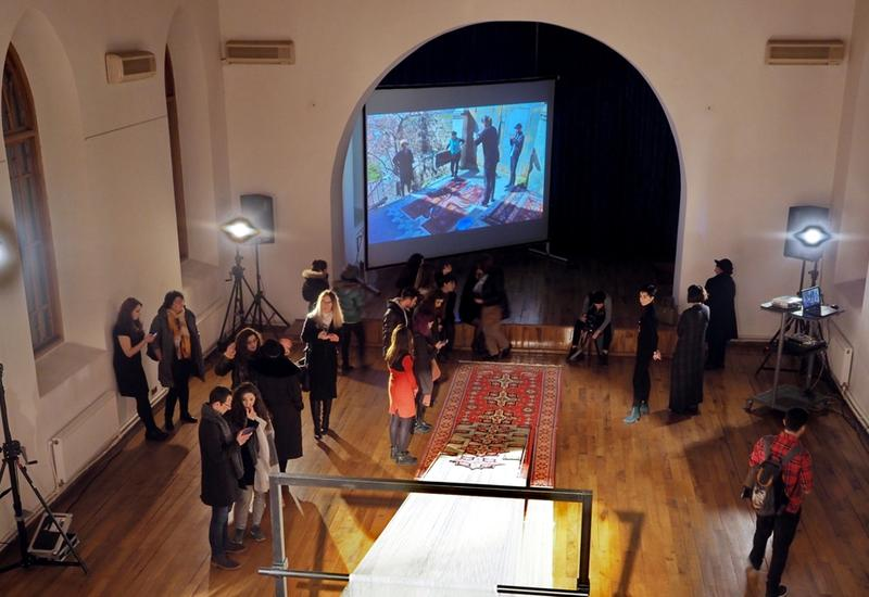 "В Баку представлена масштабная ковровая инсталляция Фаига Ахмеда <span class=""color_red"">- ФОТО</span>"