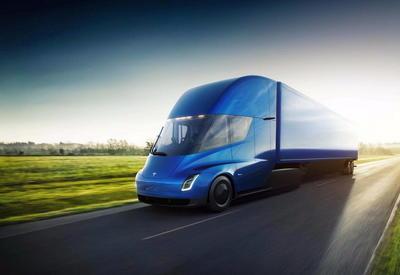 На электрогрузовик Tesla уже собрали больше 1000 заказов