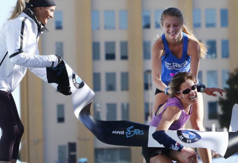"""Девушка помогла сопернице дойти до финиша и победить <span class=""""color_red"""">- ВИДЕО</span>"""