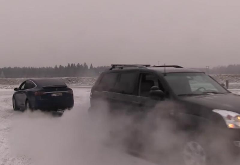 "Перетягивание троса: Tesla Model X против Toyota LC Prado <span class=""color_red"">- ВИДЕО</span>"