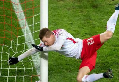 "Футболист, забивая гол, сломал руку в трех местах <span class=""color_red"">- ВИДЕО</span>"