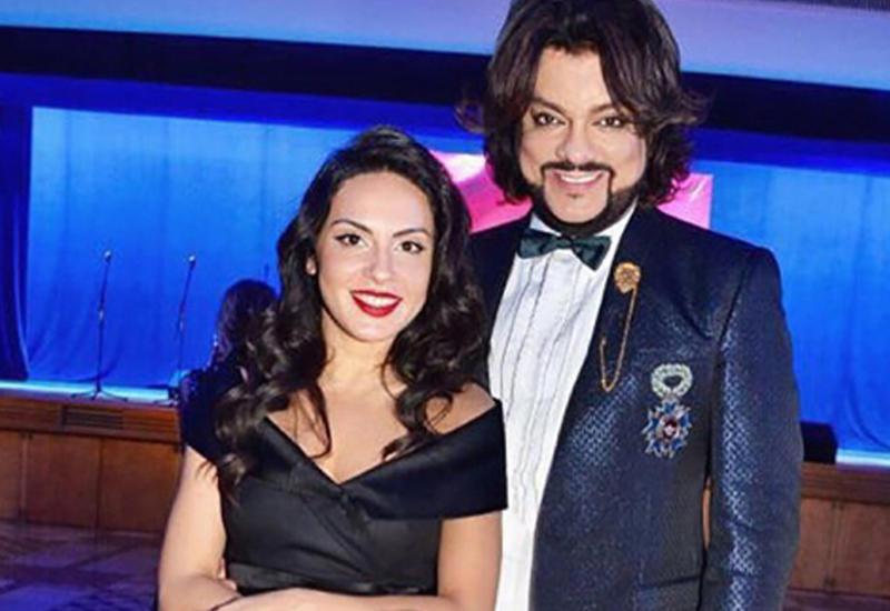 Азербайджанская певица в компании Киркорова стала звездой красной дорожки в Кремле