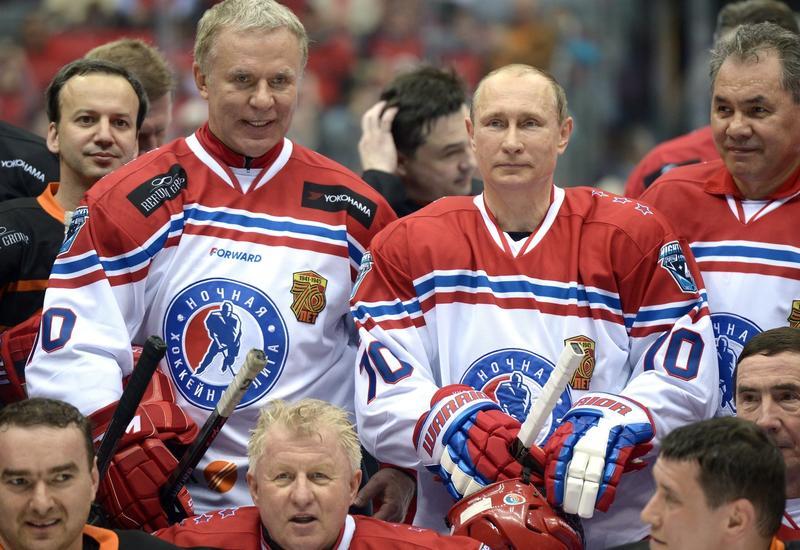 Путин и Шойгу сразились с легендами хоккея