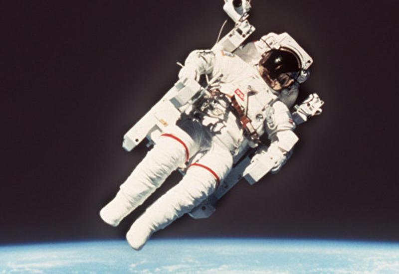 Скончался астронавт, первым вышедший в космос без страховки