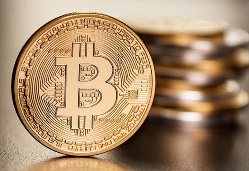 Стоимость биткоина продолжает стремительно расти
