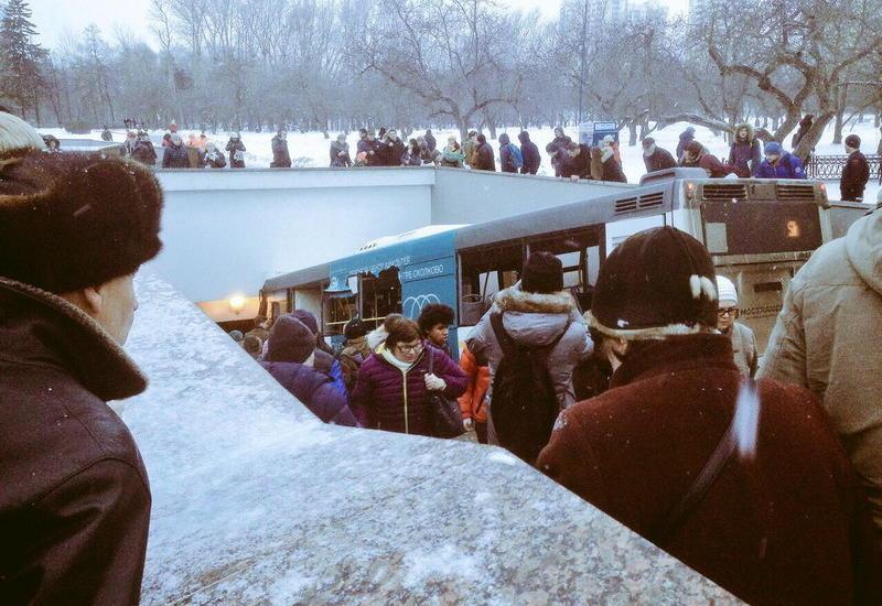 В Москве автобус въехал в толпу людей, есть погибшие и раненые