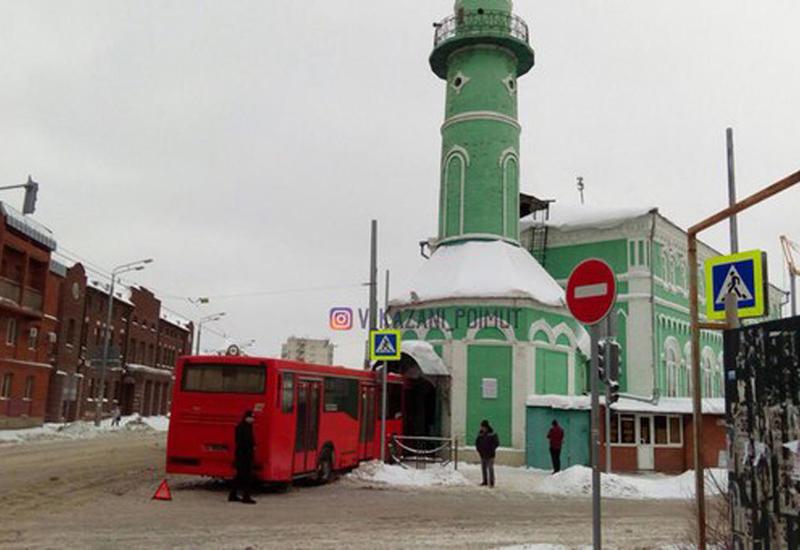 Rusiyada DAHA BİR avtobus bu dəfə məscidə çırpıldı