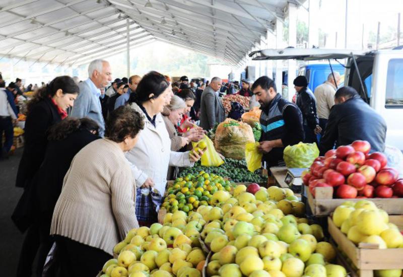 В Баку началась предпраздничная торговля