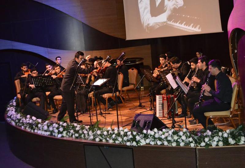 В Центре мугама прошел предновогодний праздничный концерт