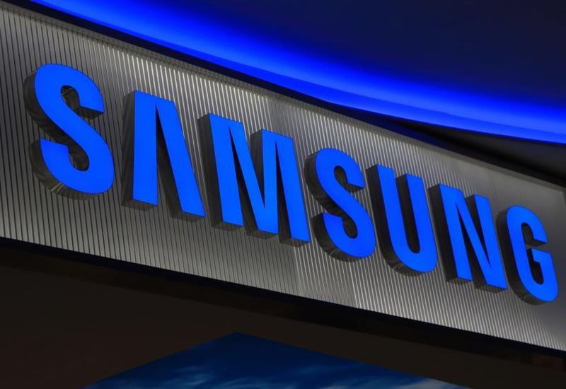 Samsung может начать продажи смартфона с гибким экраном