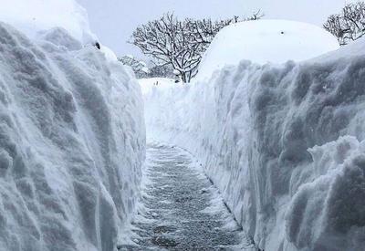 В США и Канаде настолько холодно, что в домах лопаются стекла. Рекордные морозы и тонны снега!