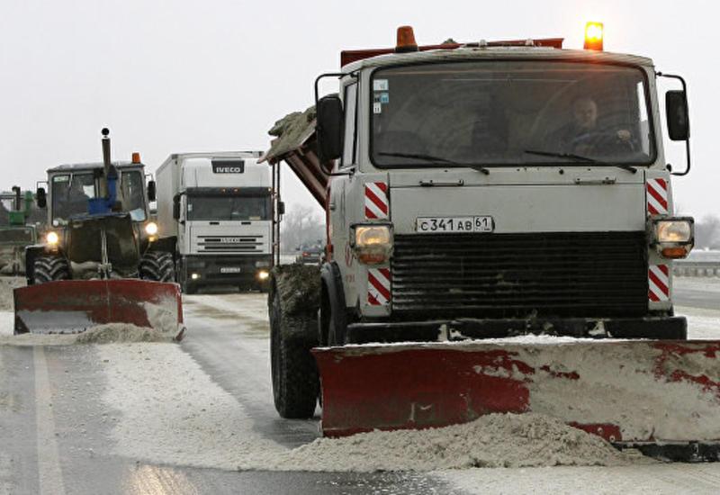 """В России на трассе глыба льда чуть не убила водителя <span class=""""color_red"""">- ВИДЕО</span>"""