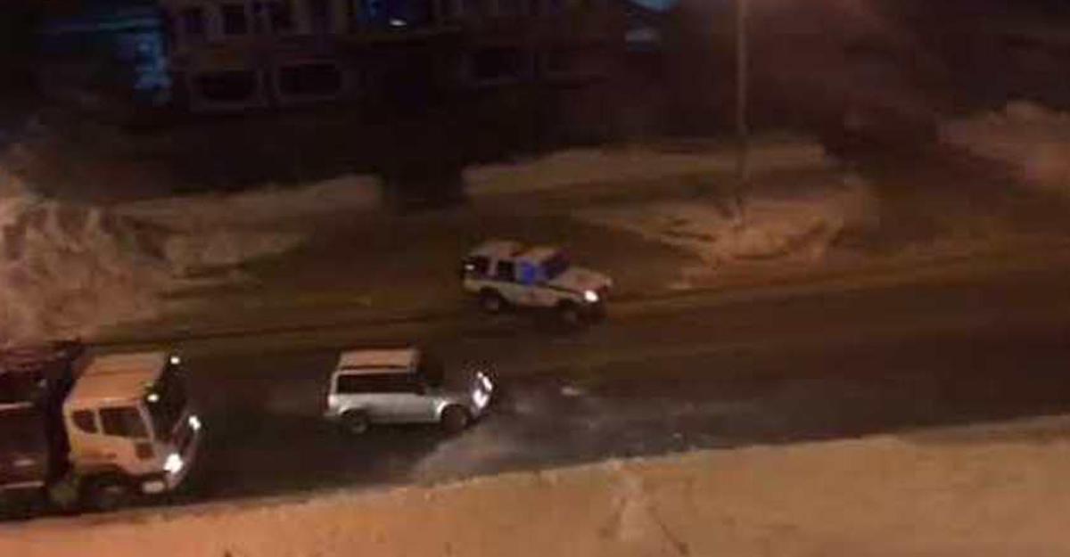 Полицейские попытались остановить угонщика снежками