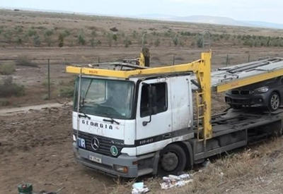 В Худате грузовик столкнулся с легковушкой, есть раненые