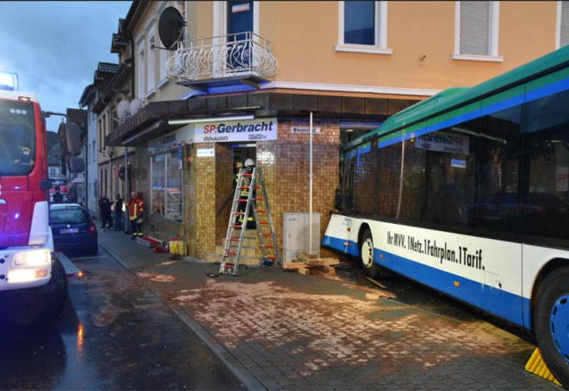 """Тяжелое ДТП с автобусом в Германии, более 40 пострадавших <span class=""""color_red"""">- ОБНОВЛЕНО - ФОТО</span>"""