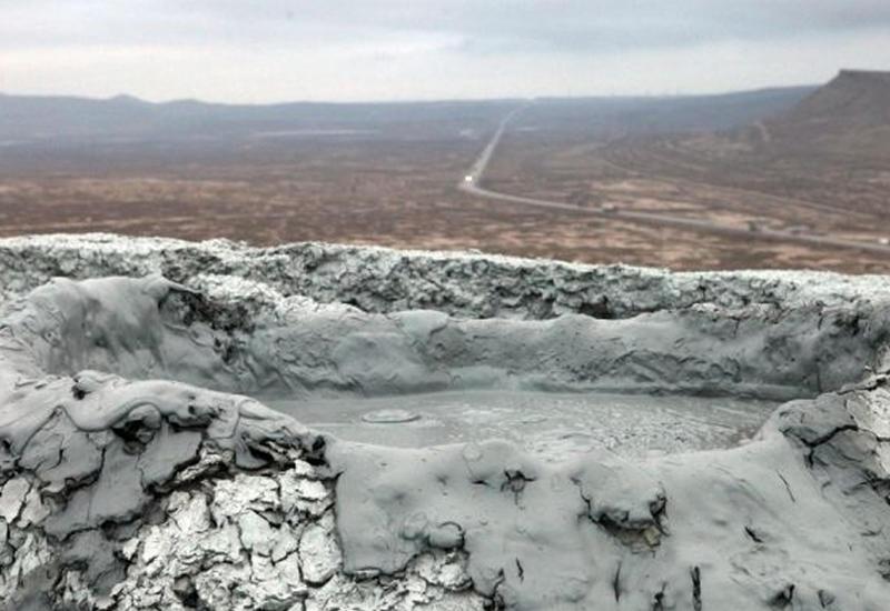 В Азербайджане начал извергаться вулкан