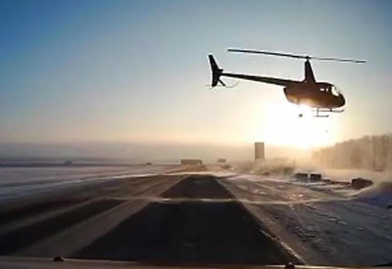 """В Башкирии вертолет едва не столкнулся с легковушкой <span class=""""color_red"""">- ВИДЕО</span>"""