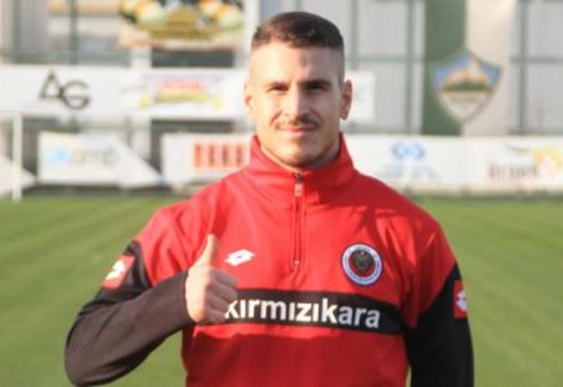 Турецкий клуб официально представил экс-форварда сборной Азербайджана