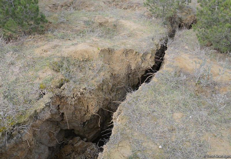 """Министерство об обвале почвы в бакинском поселке <span class=""""color_red"""">- ПОДРОБНОСТИ</span>"""