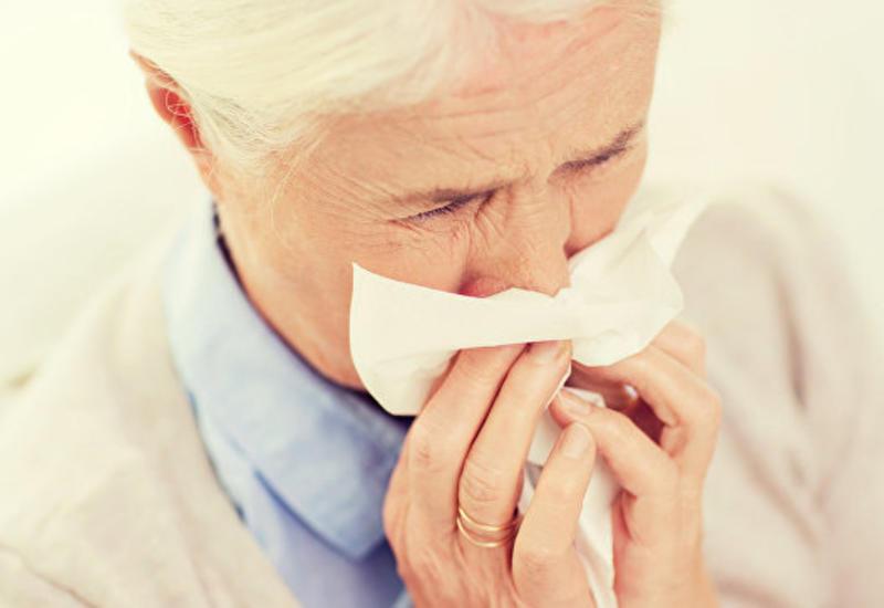 Сильный кашель сломал ребро пожилой американке