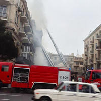 """Сильный пожар в жилом здании в Баку, жильцы эвакуированы <span class=""""color_red"""">- ОБНОВЛЕНО - ФОТО</span>"""
