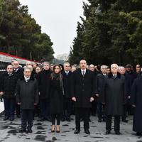 """Президент Ильхам Алиев и его супруга Мехрибан Алиева почтили светлую память шехидов <span class=""""color_red"""">- ФОТО</span>"""