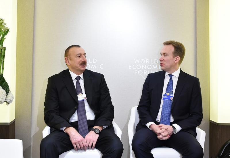 """Президент Ильхам Алиев встретился в Давосе с президентом Всемирного экономического форума <span class=""""color_red"""">- ФОТО</span>"""