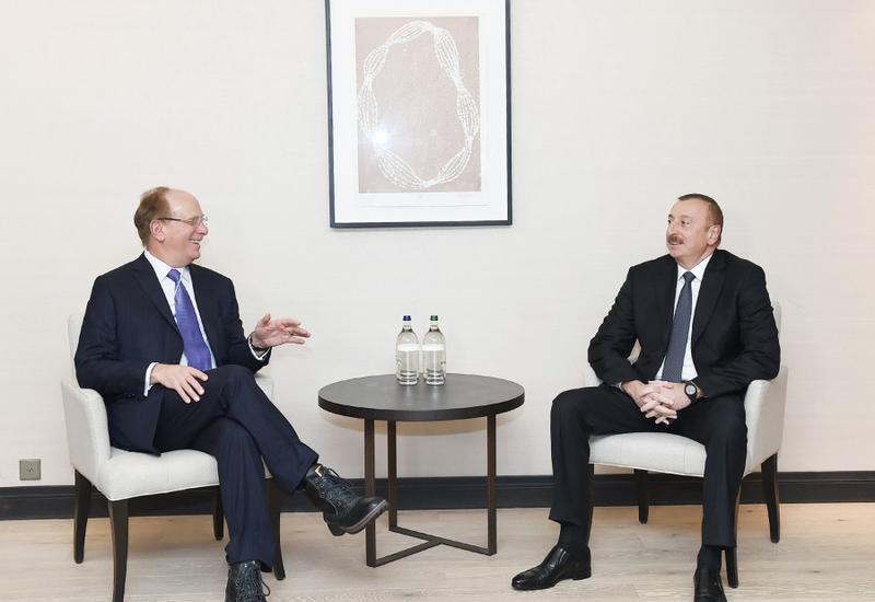 """Президент Ильхам Алиев встретился в Давосе с исполнительным директором американской компании """"Black Rock"""" <span class=""""color_red"""">- ФОТО</span>"""