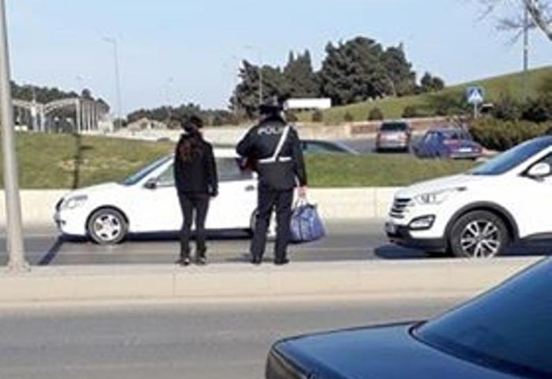 """Bakıda yol polisi əməkdaşından nümunəvi hərəkət <span class=""""color_red"""">- FOTO</span>"""