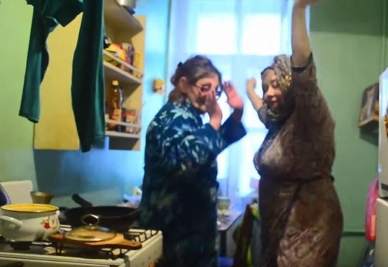 Петербургские пенсионерки поддержали курсантов, станцевав под Satisfaction