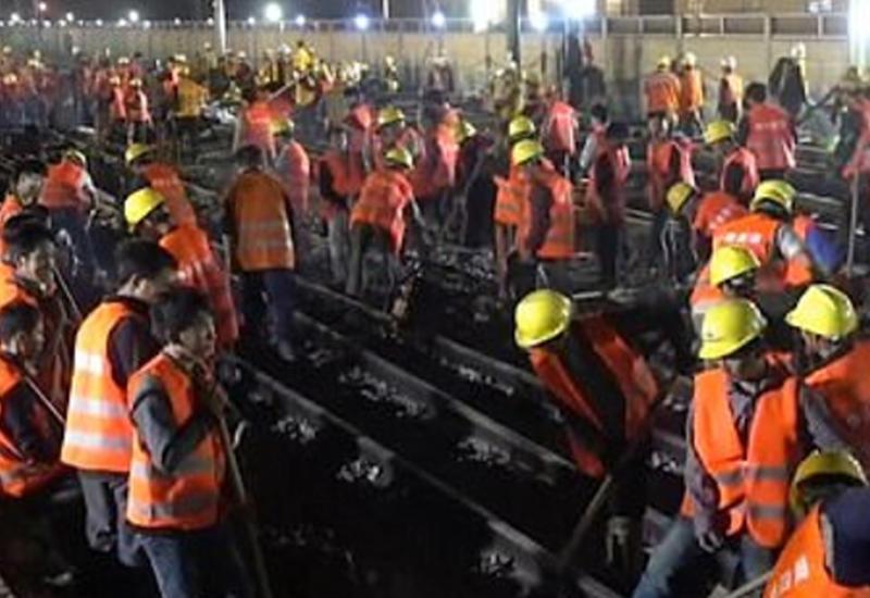 """Рабочие в Китае построили железную дорогу за 9 часов <span class=""""color_red"""">- ВИДЕО</span>"""