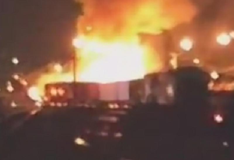 """Поезд протаранил спиртовоз в Канаде, вспыхнул пожар <span class=""""color_red"""">- ВИДЕО</span>"""
