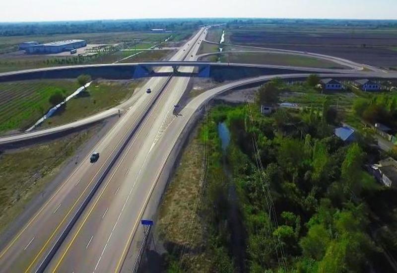 Азербайджанская компания будет строить дороги в Украине