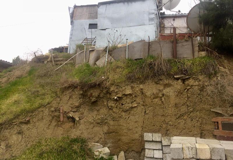 Глава ИВ Сабаильского района Баку встретился с жителями домов, находящихся в зоне оползня