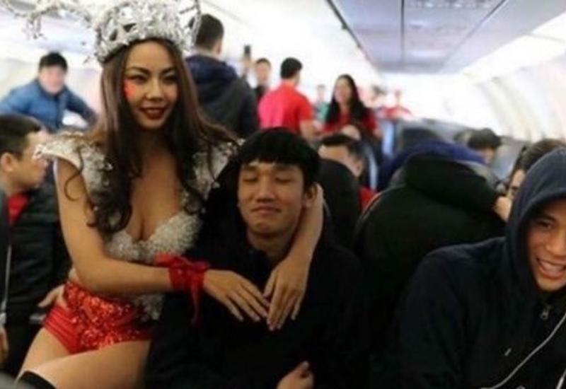 Болельщиков возмутил инцидент в самолете со сборной Вьетнама