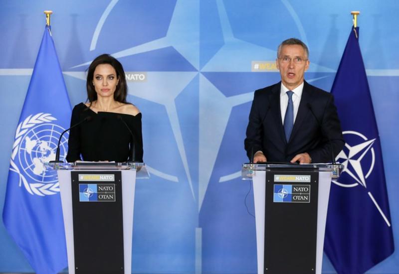 Генсек НАТО и Анджелина Джоли договорились о сотрудничестве
