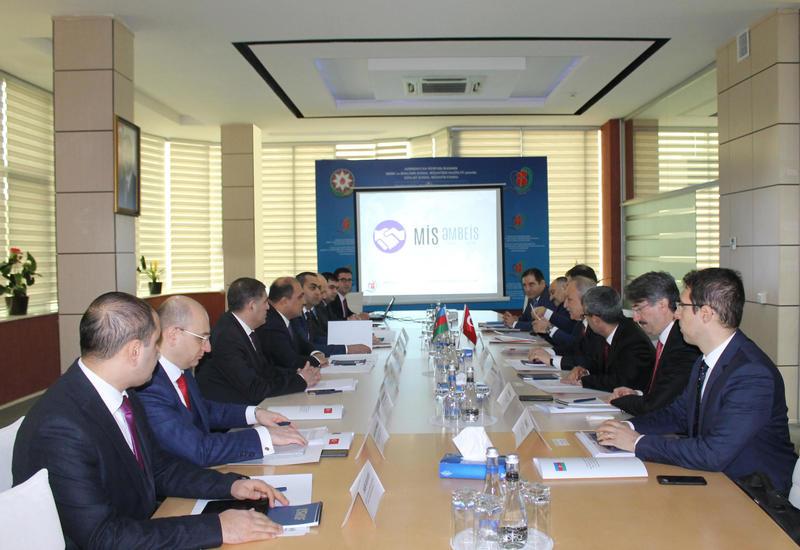 Азербайджан и Турция подписали протокол о сотрудничестве в сфере труда
