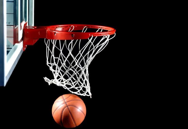 В США школьник-баскетболист совершил бросок, сделавший его местной звездой