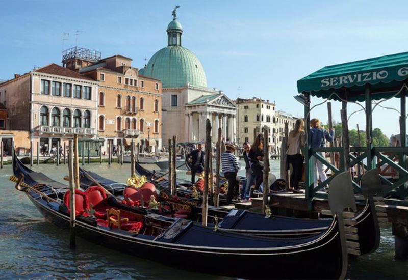 В Венеции приостановили катание на гондолах