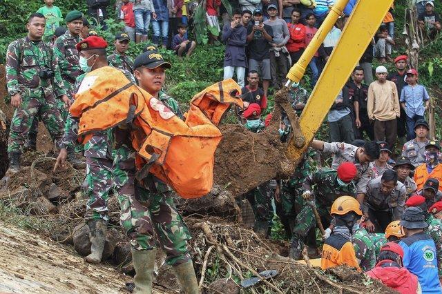 ВИндонезии из-за наводнений эвакуируют тысячи человек