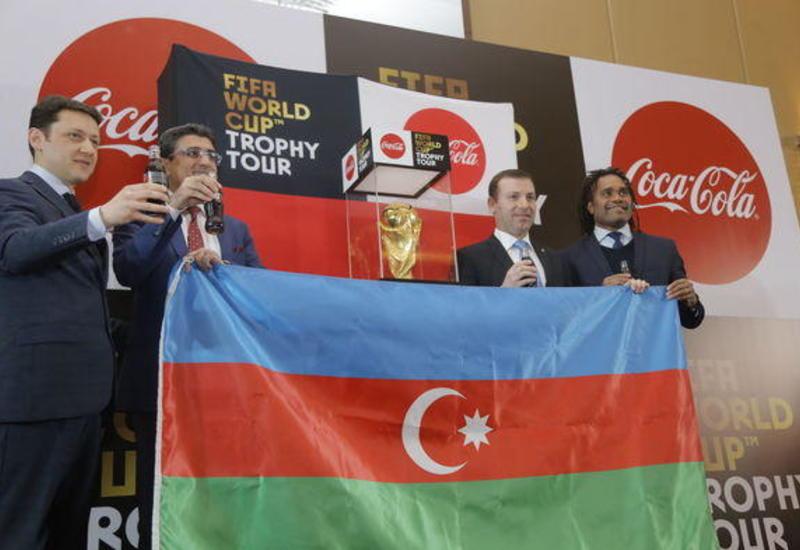 В Баку выставлен Кубок мира по футболу
