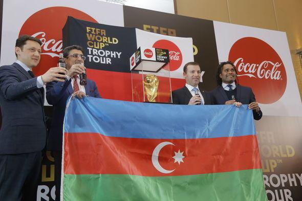 Кубок мира представлен Ильхаму Алиеву Фото